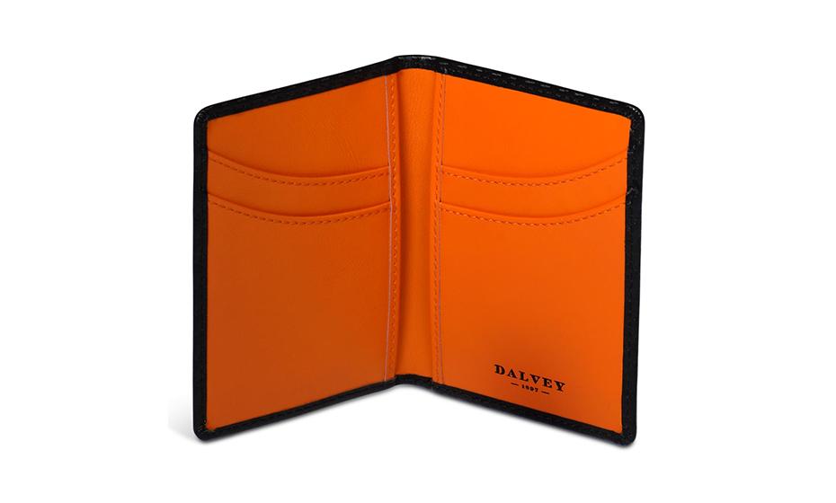 Бумажник Dalvey Выполнен из черного углеродного волокна с внутренн  3409